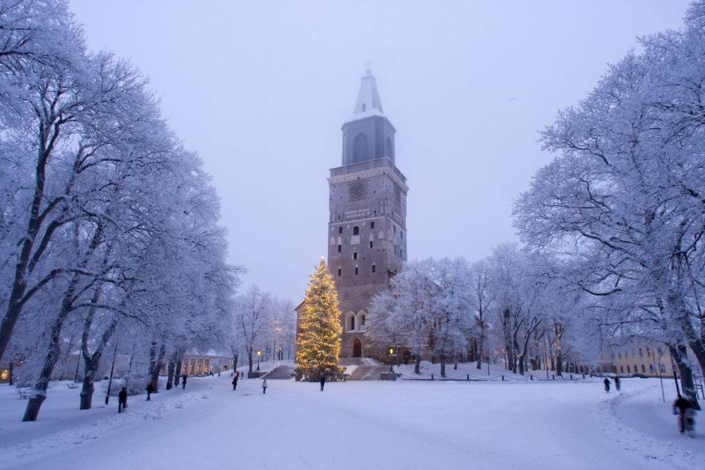 Talvinen Tuomiokirkkotori