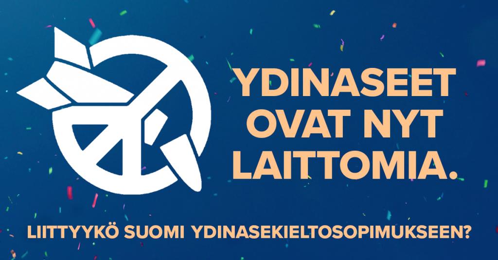 """Kampanjan tunnus, katkaistu ydinohjus oikealle kallellaan olevan rauhanmerkin sisällä, valkeana sinisellä taustalla; sen vieressä keltainen teksti """"Ydinaseet ovat laittomia"""" ja alla pienemmillä kirjaimilla """"Liittyykö Suomi ydinasekieltosopimukseen?"""""""